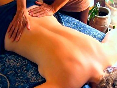 Медовый массаж против целлюлита.