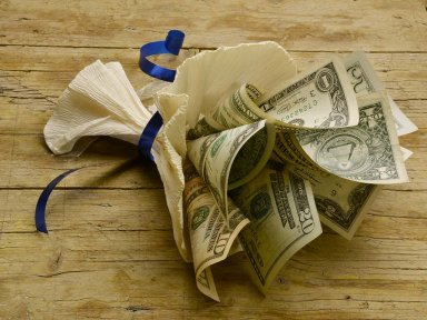 Как правильно дарить деньги?
